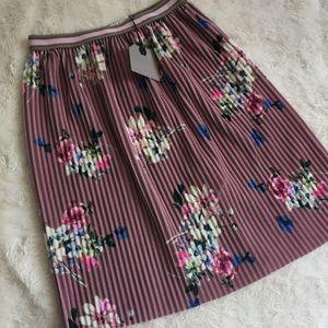 NWT Zara Pleated Floral Skirt Size 8